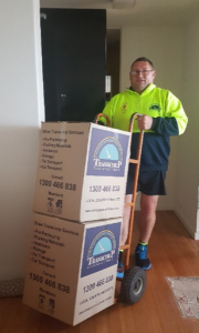 Melbourne Movers - Moving Boxes to the truck